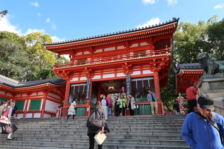 Exploring Yasaka Shrine